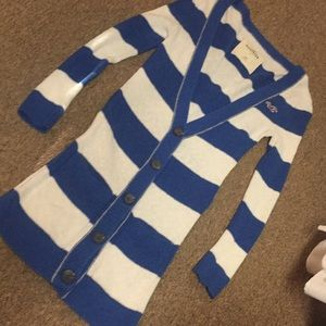 Blue and ivory striped 3/4 sleeve sweater